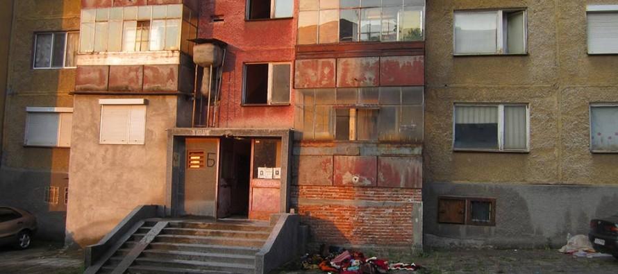 Пожар провокира мъж да скочи от третия етаж