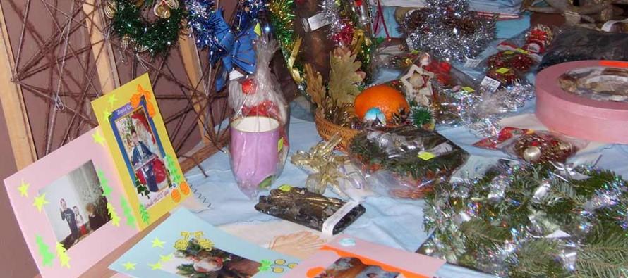 Ученици организираха благотворителен Коледен базар