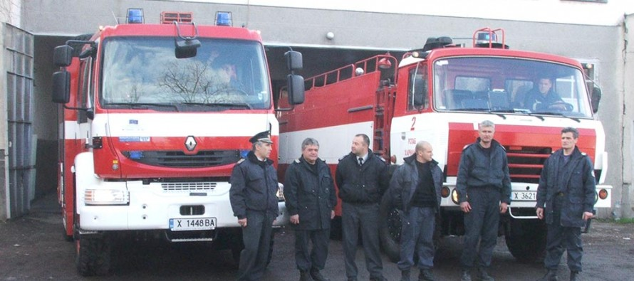 Пожарникарите от региона подкрепиха медиците ни