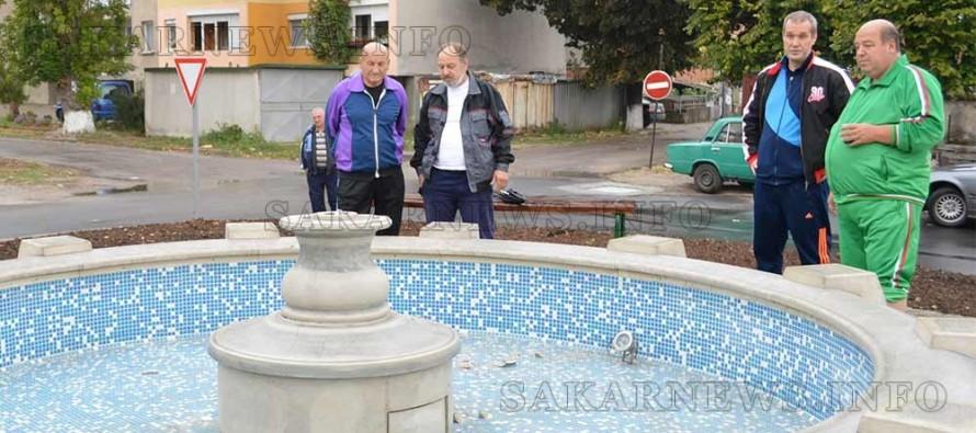 Счупиха фонтана в Тополовград