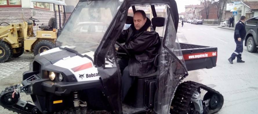 Верижна техника от Свиленград отива на помощ в Ивайловград