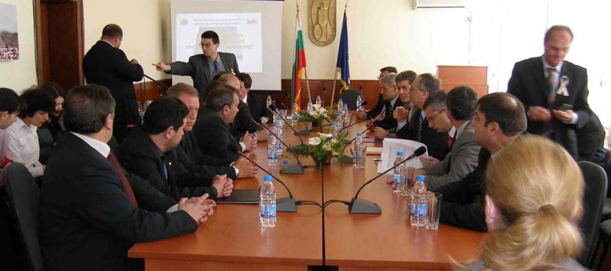 Президентът Първанов събра кметовете от региона
