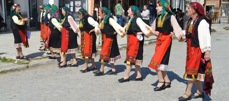 В Устрем пяха и представяха празнични пролетни ритуали