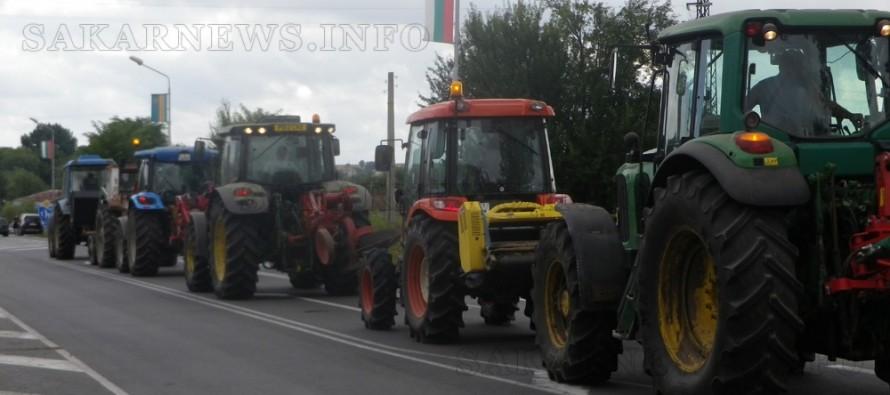 Земеделци от Болярово се включиха в демонстративното зареждане от бензиностанция