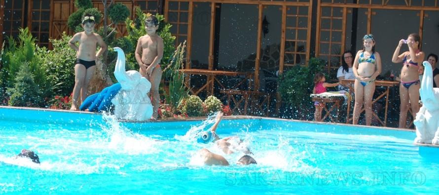 """Курсът """"Плувно лято"""" 2015 научи 20 деца да плуват"""