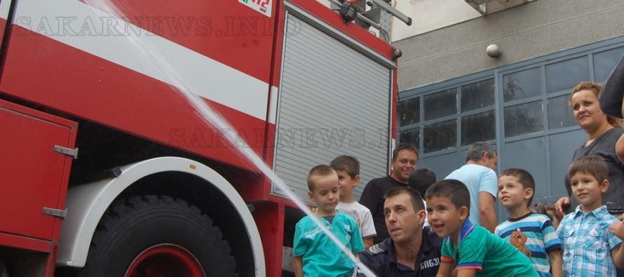Малчугани научиха още за професията пожарникар