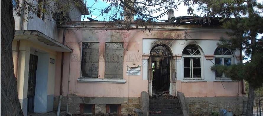 За 13 часа изгоряха две кметства
