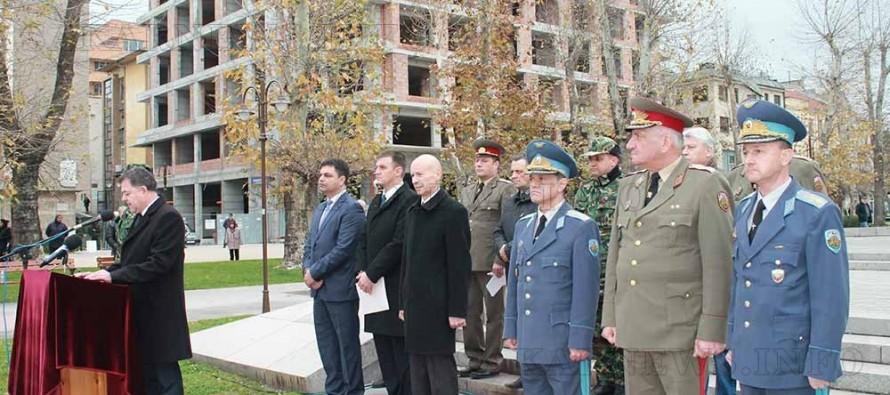Министърът на отбраната и областният управител посрещнаха 29-я контингент