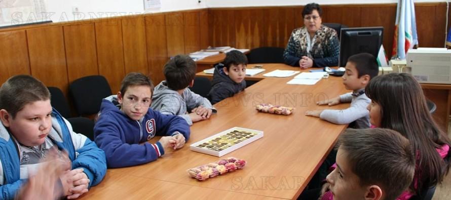 Ученици от началните училища се запознаха с работата на ОбА – Любимец