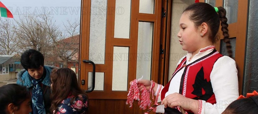 """В """"Захари Стоянов"""" посрещнаха Баба Марта и внучката й Иглика"""
