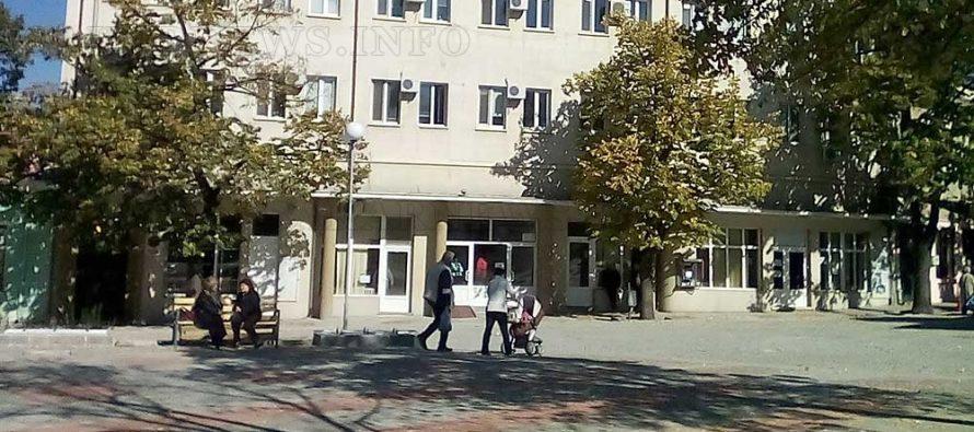 В Елхово изкараха  опозицията с полиция  от залата на ОбС