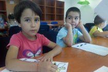 """През лятната ваканция деца творят  в работилница """"Сръчкомания"""""""