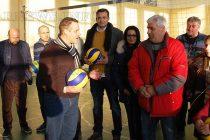 От Бизнес клуб дариха топки  на волейболисти