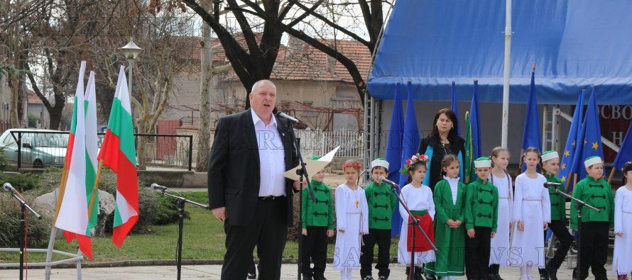 """Празненства по повод 3 март на площад """"Трети март"""" вЛюбимец"""