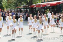 Отличниците на Свиленград водиха празничното шествие