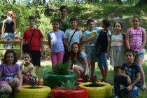 Деца облагородяват Дядо Тодоровата чешма