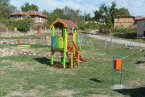В Орешник строят детска площадка