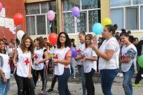Бели гълъби и цветни балони полетяха  в небето за Международния ден на мира